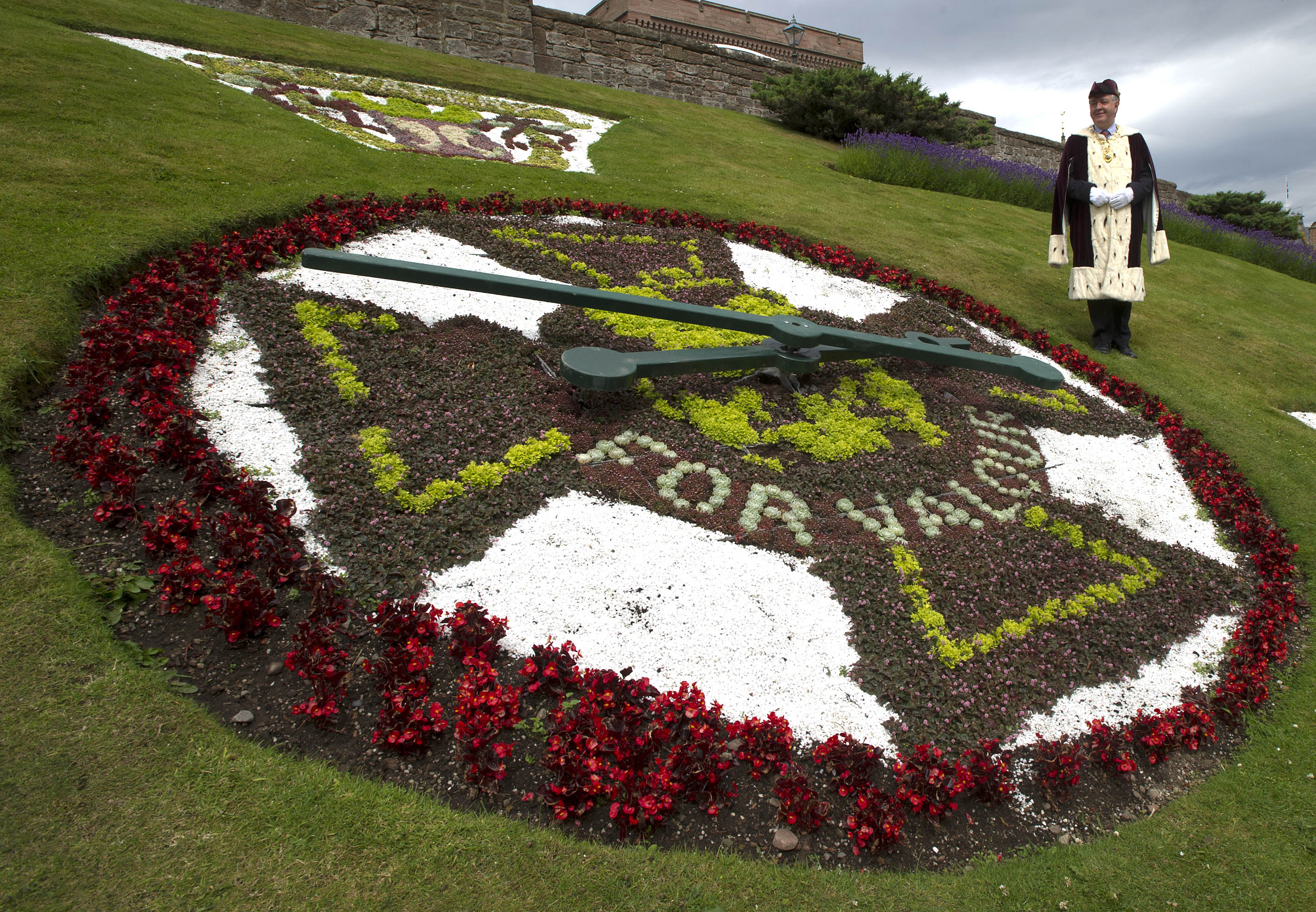 "In honour of the 1914-1918 war centenary, this year's floral clock in Inverness city centre depicts the prestigious war medal, the Victoria Cross, awarded for valour ""in the face of the enemy"" to members of the armed forces."